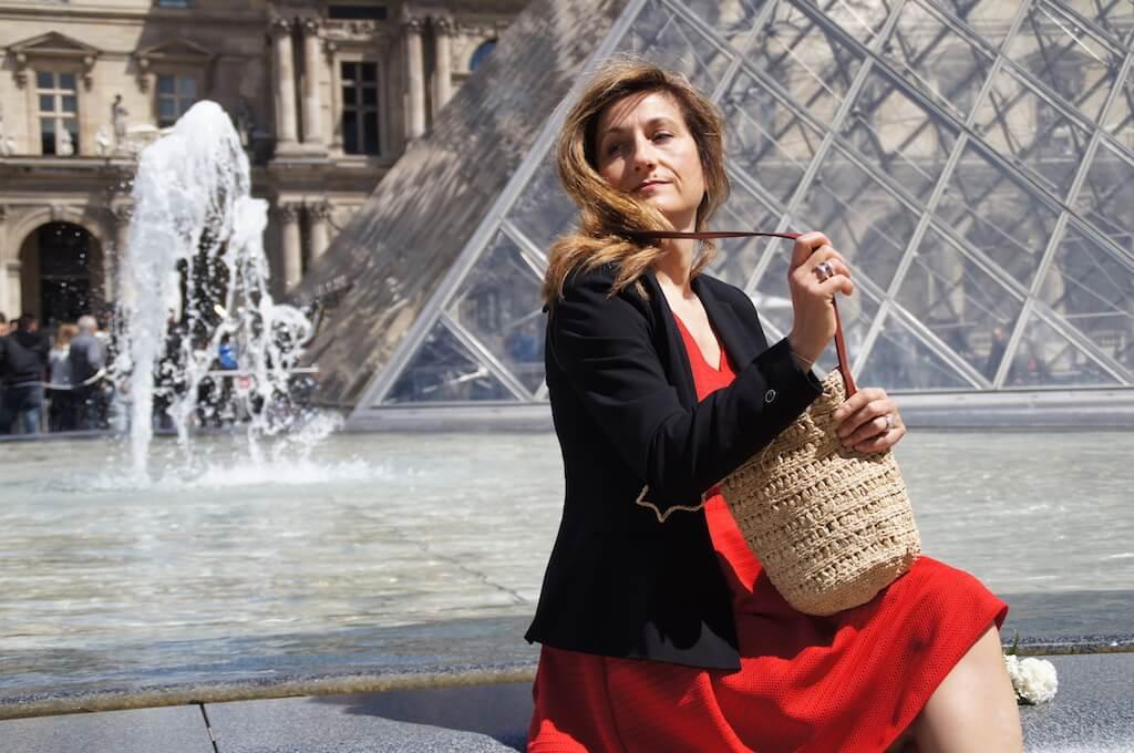La-petite-robe-rouge-à-Paris